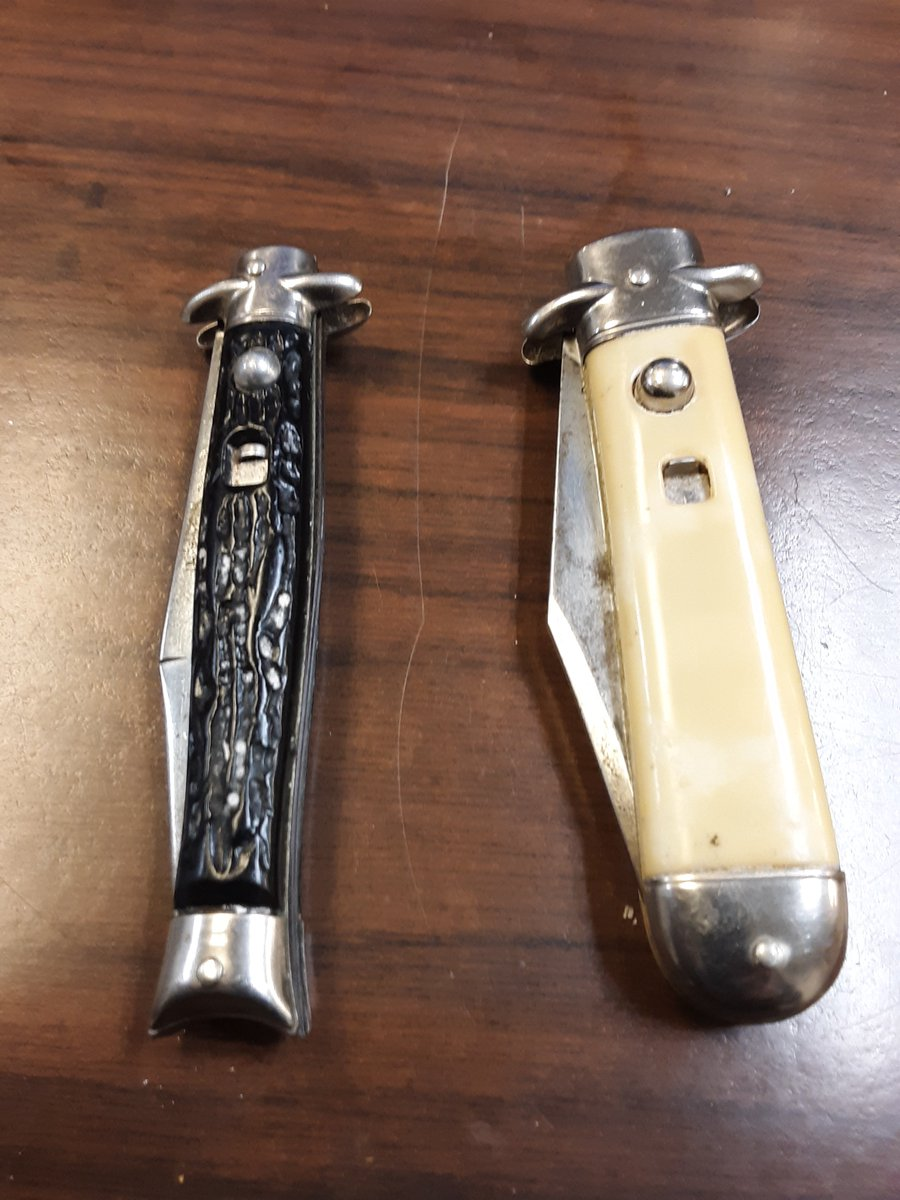 Two vintage American Switchblades