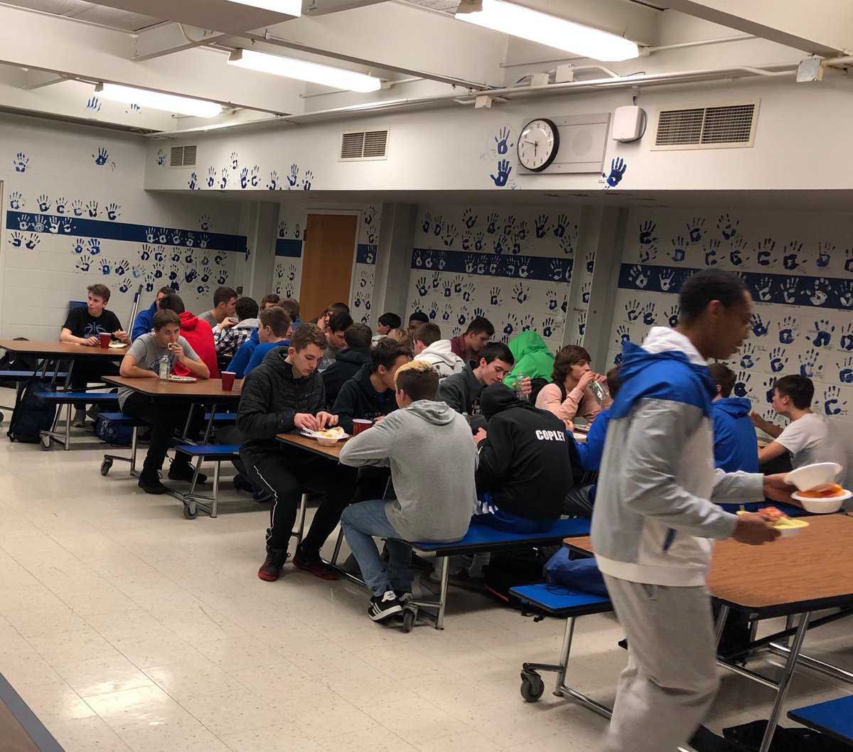 Thank you to our junior parents for hosting our team meal this week. Also thank you to The Beer Barrel for providing our main course. Delicious!! #Fellowship #WinTheMoment #BluePride<br>http://pic.twitter.com/jfxITfv5pP