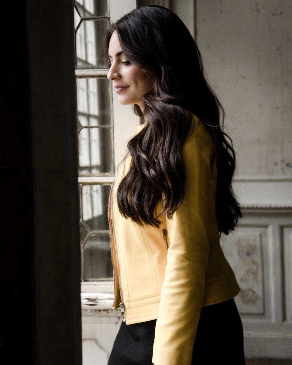    📸 Via IG @anabreco     Yellow thoughts⚠️ 💭  La que de amarillo se viste _______. @Grupo_JULIO #ellaeligejulio 📸: @_kbocanegra