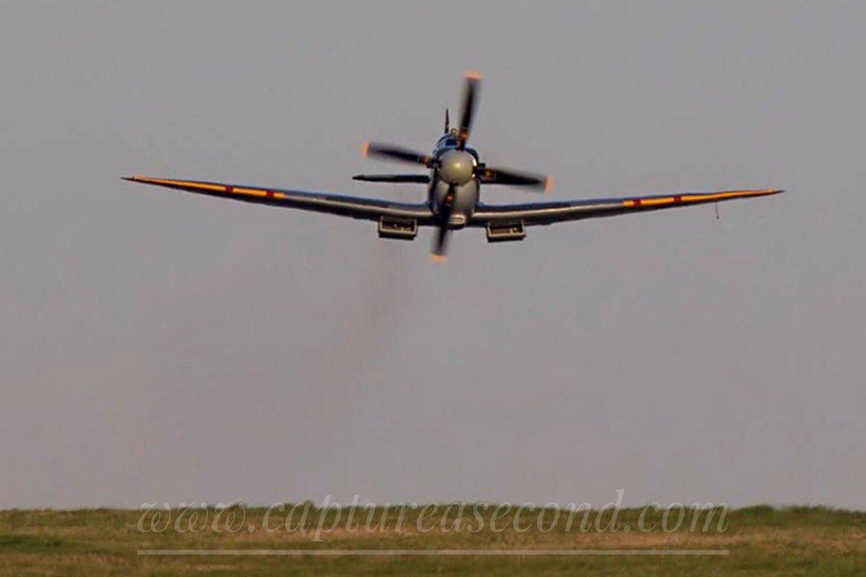 Low level Spitfire head-on. #raf #raf100 #spitfire #ww2 #bbmf #aviation #avgeek #captureasecond @SocietySpitfire @SpitfireMuseum @ww2spitfire @Spitfire @LincsSkies