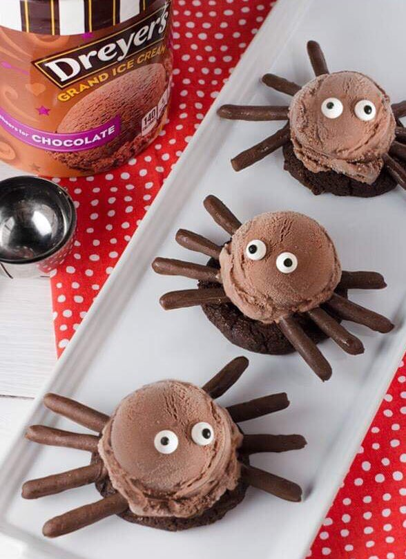 Ice Cream SPIDERS via Dreyer&#39;s. #GhastlyGastronomy <br>http://pic.twitter.com/1T97AFGZ4s