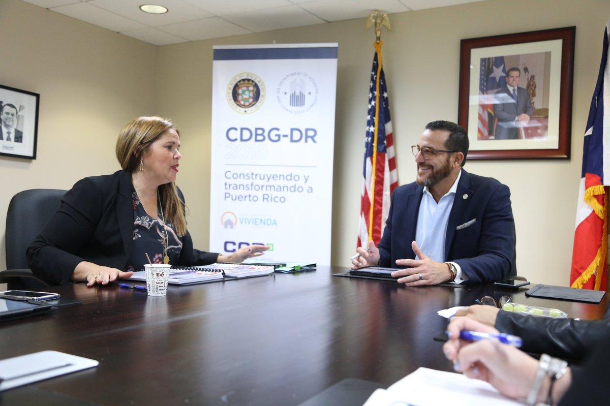 Hoy, recibimos en el @DeptVivienda a la alcaldesa de Canóvanas, @LORNNASOTO, para discutir detalles del programa de fondos federales CDBG-DR y su alcance para el desarrollo del municipio. #HoyConstruimos – at Departamento De La Vivienda