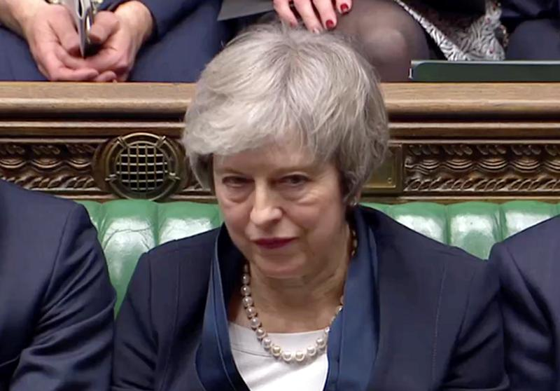 British lawmakers defeat Prime Minister Theresa May's #Brexit divorce deal by a crushing margin, handing her the worst parliamentary defeat for a UK government in recent history https://reut.rs/2DcE7bA