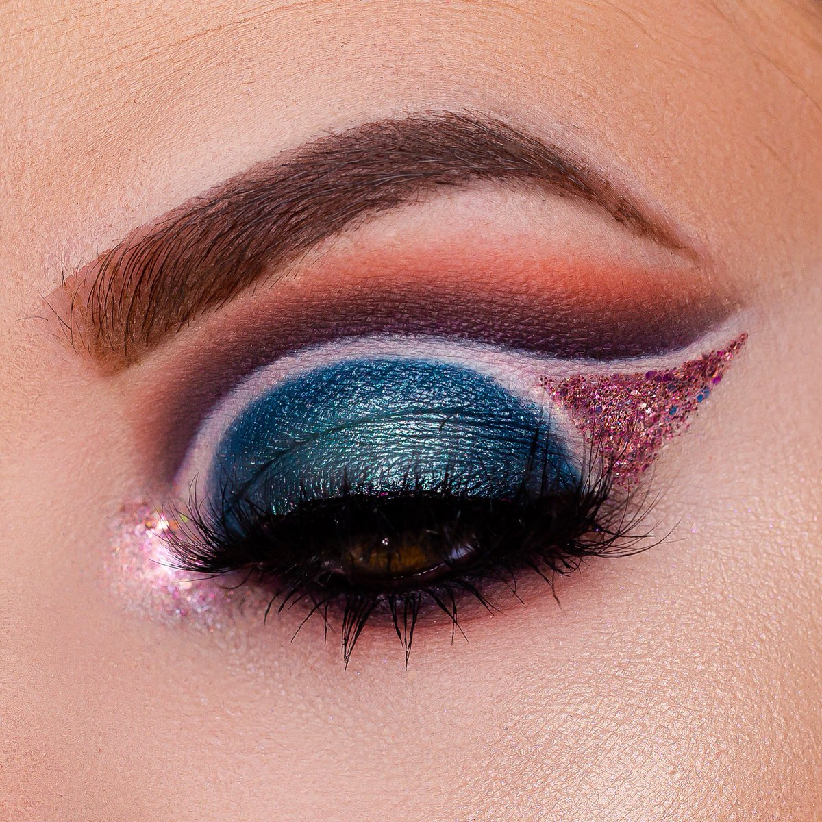 Tried out a different Shape today! And an unexpected color combination.  @UrbanDecay Born to Run Palette @BenefitBeauty Precisely My Brow Pencil  @litcosmetics Fall in Love Glitter Mix @LashKitty New Love Lashes http://Instagram.com/kaitkmua for more details