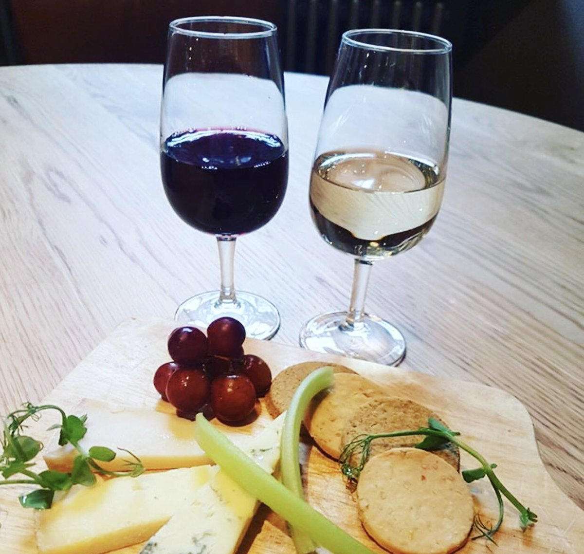 Are you a wine lover 🍷 Are you a cheese lover 🧀 Why not book in to @WhighamsEdinBar first wine tasting of the year on Wednesday the 27th of February at 6pm! #artisancheese #hiddengems #takeacloserlook #edinburghswestend
