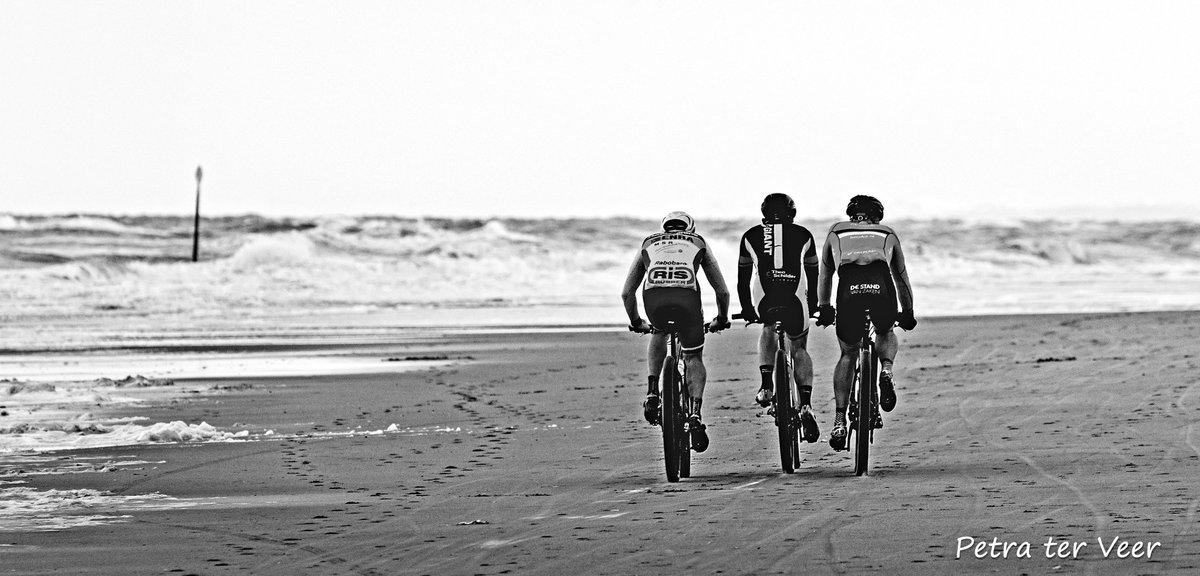 On the beach.. #cyclist #cycling #cyclingphoto #bicycling #bicyclingnl #procycling #bike #beach #beachrace #cyclingpics #cyclingshots #documentary #photojournalism #fietssport #fiets #canon #sportfotografie #wielrennen #blackandwhitephoto #bw #zwartwitfotografie #bwfoto #duotonepic.twitter.com/b20bWxAkRn