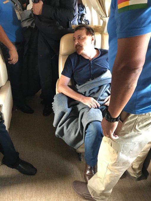 Aereo con #CesareBattisti decollato adesso direzione Italia: sono orgoglioso e commosso! Foto