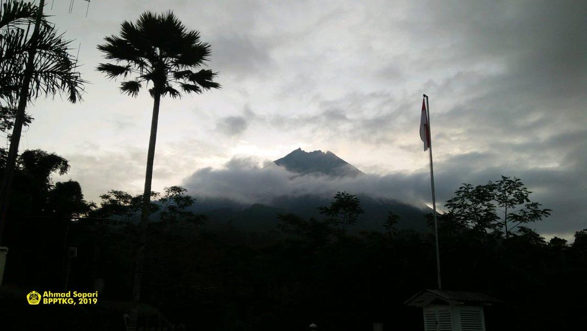 Minggu Malam, Gunung Merapi Enam Kali Muntahkan Lava ke Kali Gendol