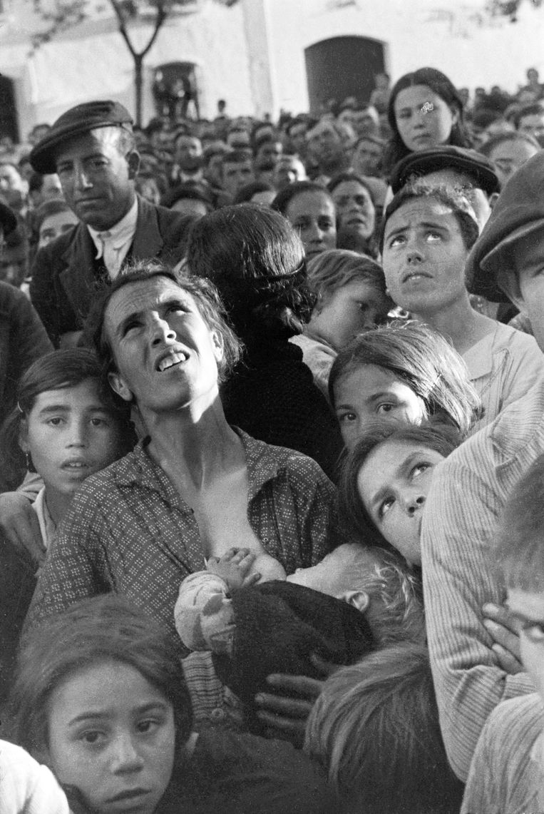"""Chim was an astute observer of 20th century European history, particularly of the struggle for worker's rights, countries in transition, and postwar resistance.  """"We Went Back: Photographs from Europe 1933–1956 by Chim"""" is on view at @jckamsterdam. https://bit.ly/2A4EVMW"""