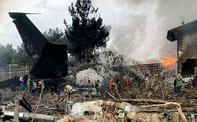 В пригороде Тегерана потерпел крушение грузовой Боинг-707 Фото