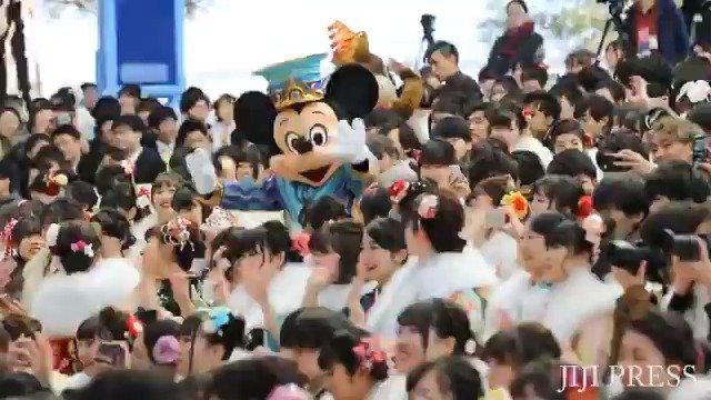 成人の日を迎えた14日、千葉県浦安市の「東京ディズニーランド(TDL)」で同市の成人式が行われました。 ロングバージョン→https://t.co/AHXOInj43S #成人の日 #TDL #浦安 https://t.co/P34f0uR4Bw