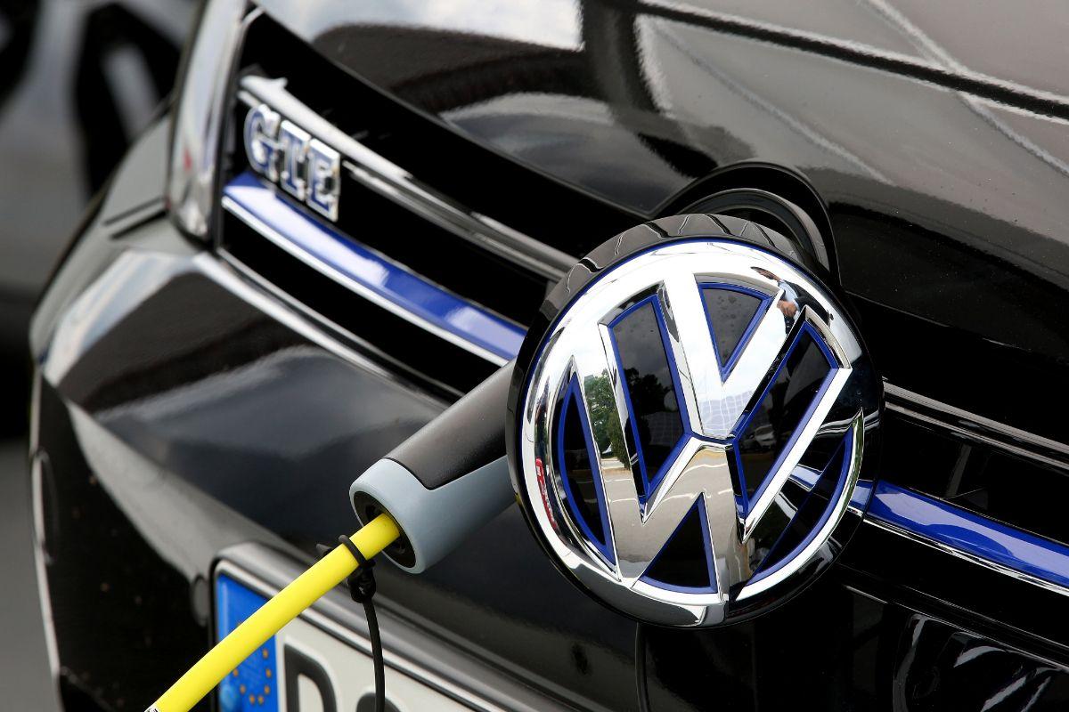 #Deutschland investiert am meisten –300 Milliarden Dollar fließen in #Elektroautos. https://t.co/BmAUo5DMl6
