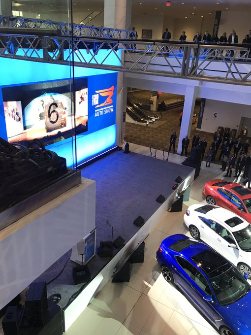 Good morning. We're here at #NAIAS2019 awaiting the announcement of the North American Car, Utility and Truck of the Year in just a few moments. Foto