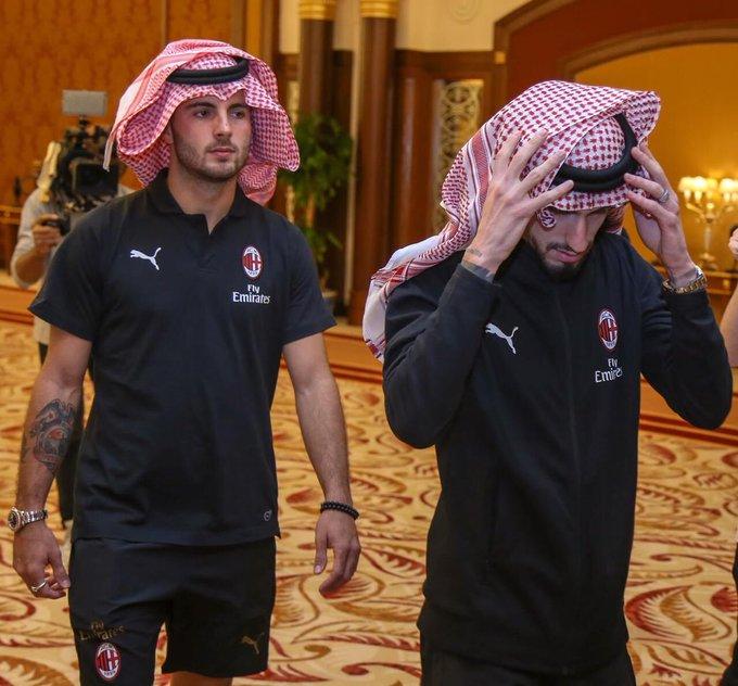 نجوم آي سي ميلان يرتدون الشماغ السعودي ويلتقطون الصور التذكارية في جدة #السوبر_الإيطالي_في_السعودية صورة فوتوغرافية