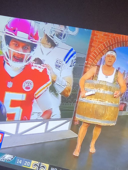Huge shout out to @KyleBrandt for previewing 2037 fashion this morning on Good Morning #NFLPlayoffs Foto