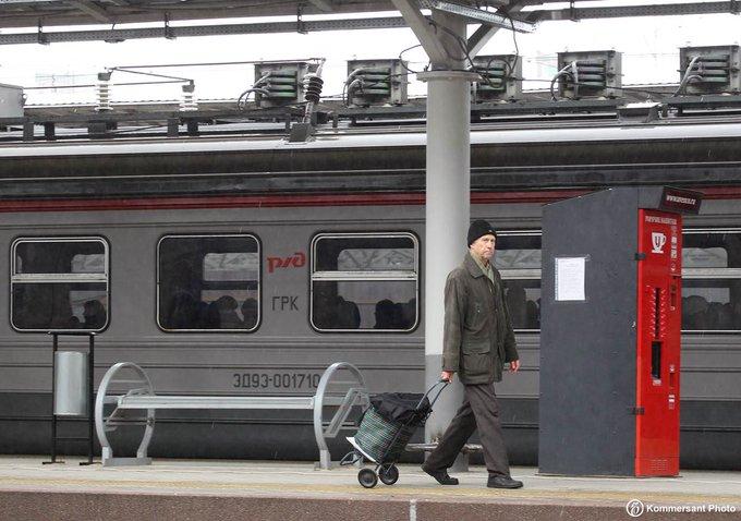 На Казанском направлении МЖД произошла задержка в движении поездов. Причиной стало отключение питания линии путей, но сейчас проблема устранена. Фото