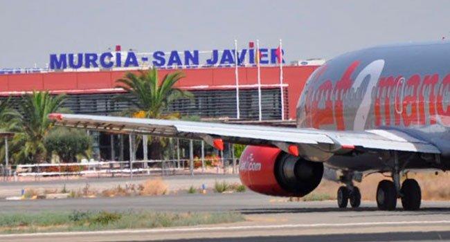 Hoy 14 de enero operará el último vuelo comercial en el Aeropuerto de #Murcia-San Javier. Un vuelo de Ryanair con aterrizaje previsto a las horas y despegue sobre las h. Al acto acudirán el presidente de Aena y el coronel director de la AGA. Foto
