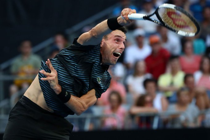 Roberto Bautista Agut breaks. Andy Murray has had his moments in this match, but the Spaniard is making his count. #AusOpen LIVE: Photo