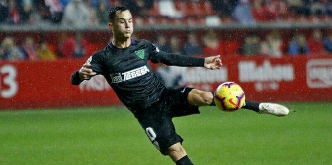 #VenEx🇻🇪 ¡ASISTIÓ! 💥 Juanpi Añor ingresó desde el banco y dio un pase gol para sentenciar la victoria del Málaga (2-0) ante el Real Zaragoza en la Liga 123 de España🇪🇸. El venezolano se acentúa y responde en el equipo malagueño que este año busca volver a La Liga. Foto
