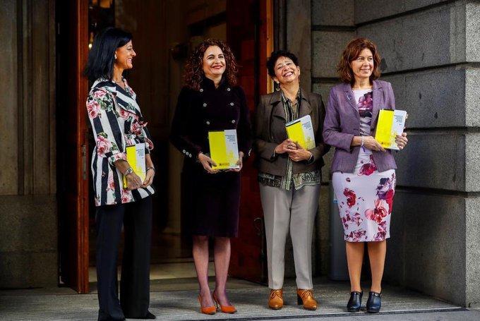 La sociedad del patriarcado 😂 La ministra de Hacienda, María Jesús Montero, a su llegada al Congreso @elmundoes Foto