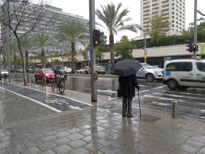 Con lluvia,viento y frío, extrañar es casi una obligación.🙄 #BuenLunes #LunesOtraVez Buenos días 😘 Foto