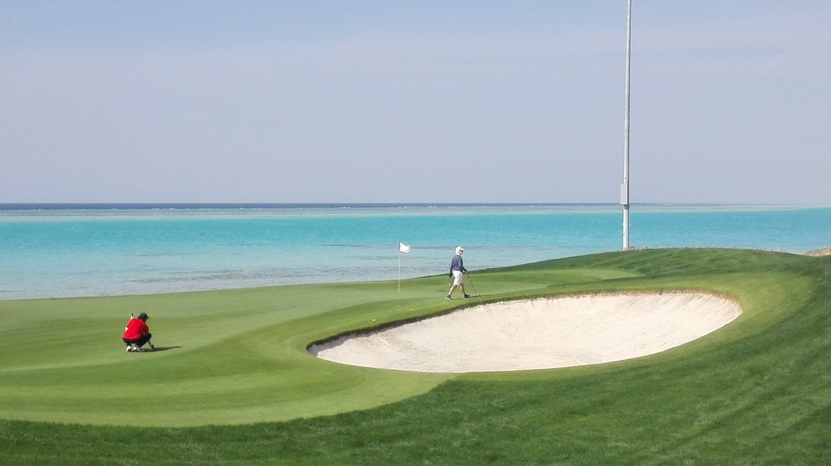 What a Stunning Golf Hole! @RoyalGreens_KSA  absolutely Beautiful :-) <br>http://pic.twitter.com/WZfrFh39Os