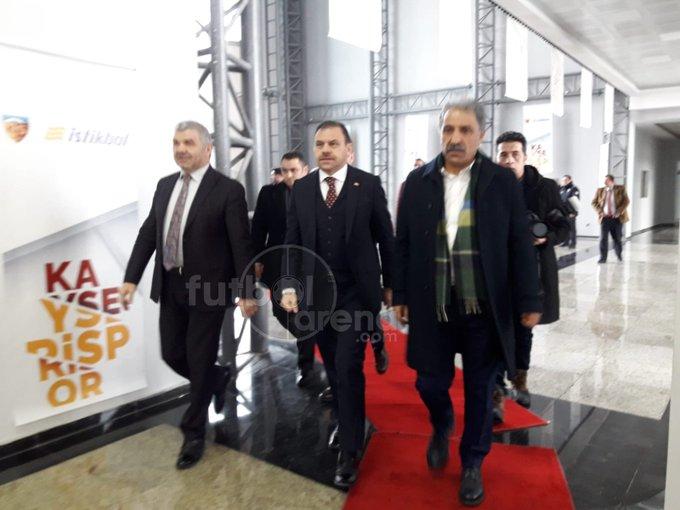 CANLI - Kayserispor, İstikbal Mobilya ile isim sponsorluğu anlaşması imzalıyor. #FutbolArenaKayseride ➤ Fotoğraf