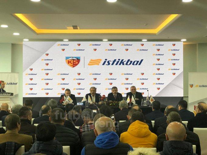 🗣️ Erol Bedir: Kayserispor olarak İstikbal Mobilya ile yıllık sponsorluk anlaşması imzalıyoruz. #FutbolArenaKayseride Fotoğraf
