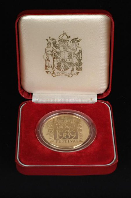 Do you remember the celebrations that were held in 1989 to mark the centenary of Birmingham becoming a city in 1889? This medal commemorates the Birmingham Centenary Festival. The city is 130 years old today! #Brum130 Photo