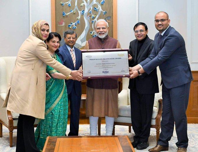 Pic of the day. :- PM Modi received the first ever Philip Kotler presidential award today. @narendramodi #NaMoAgain #नमो_फैन🇮🇳 Photo