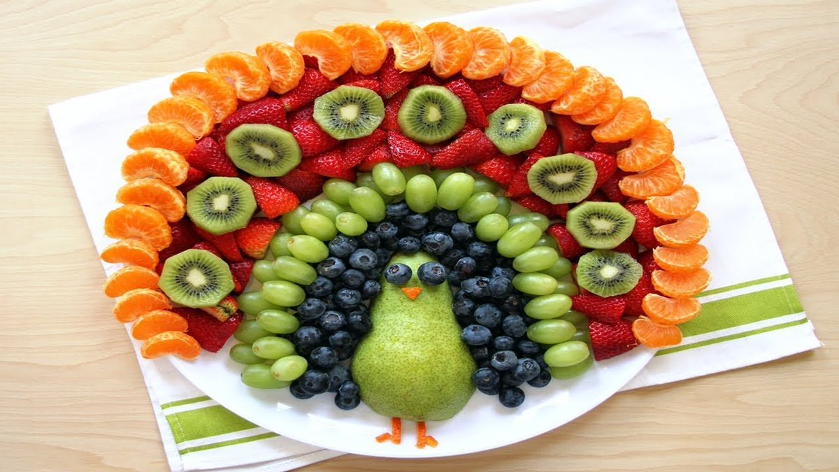 23/31 #FoodArt ideas to make #HealthyFood Appealing to #Children - Turkey anyone? -  That is one colourful share platter.  It is looks almost too good to eat<br>http://pic.twitter.com/7DktPiLLAd