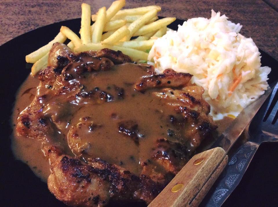 Tak pernah menghampakan kan tau setiap kali makan kat sini. Biarlah gambar berbicara. Jangan lupa untuk mencuba! . 🍽 The Burgers JB 📍 Muzium Tokoh, Bangunan Dato' Jaafar Building, Jalan Yahya Aldatar, 80400, Johor ⏰ 7:30 PM - 12:00 AM 📞 019-707 3677 . #maQanJohor