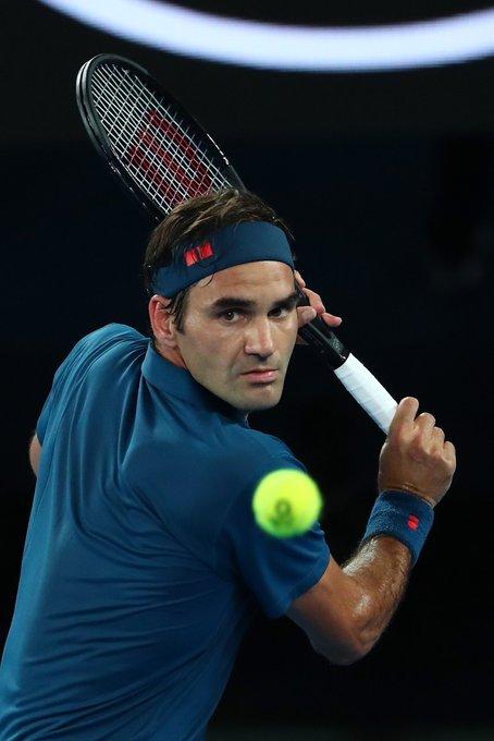 Roger Federer alcanzó la victoria N° 1181 de su carrera, la 745ª en pista dura, la 340ª en Grand Slam, la 95ª en Australia y la 1ª del año. Photo