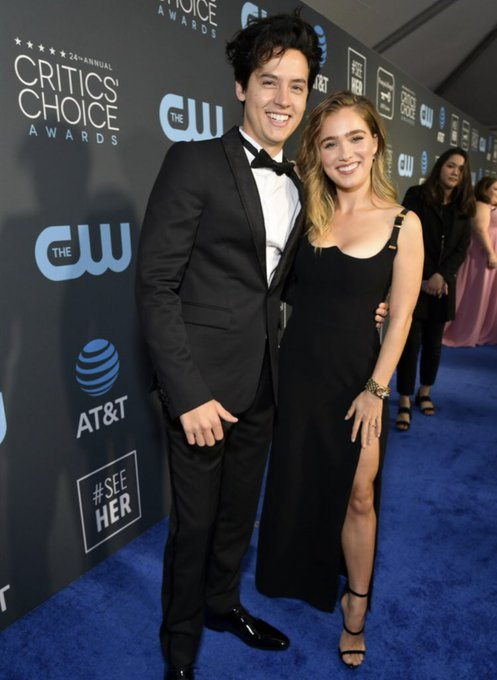 Cole with Haley Lu Richardson at the 24th annual Critics Choice Awards Foto