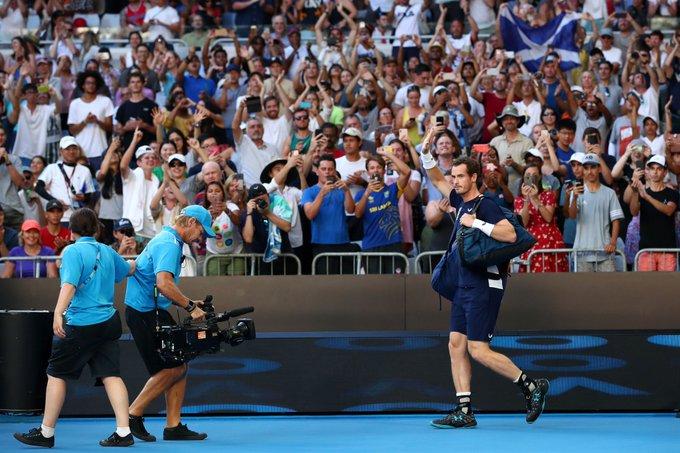 Y ese señores fue el último partido de Andy Murray en Melbourne. Sus condiciones físicas no le permiten seguir. Ha anunciado su retiro en Wimbledon. En su último partido en el #AusOpen cayó en cinco sets frente a Bautista Agut. Chao Andy. Foto