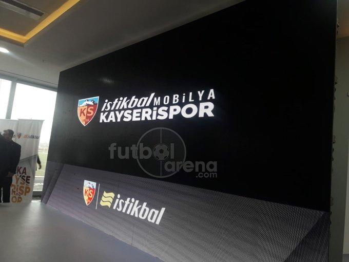 Kayserispor, İstikbal Mobilya ile yaptığı 2,5 yıllık isim sponsorluğu anlaşmasından 16,5 milyon TL kazanacak. #FutbolArenaKayseride Fotoğraf