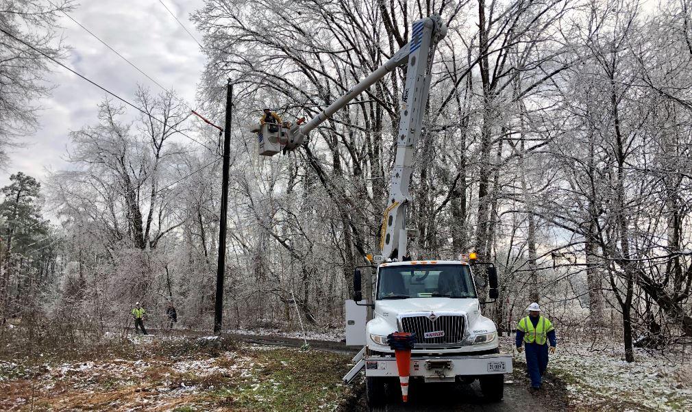 .@DomEnergyVA working to restore power to thousands across #Virginia https://t.co/TqxiBLa7vi