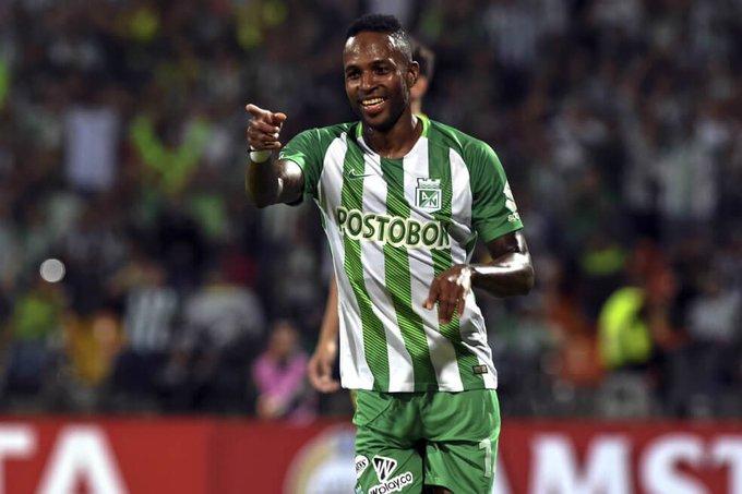 ¡AL EXTRANJERO✈️! Reinaldo Lenis🇨🇴 fue oficializado como nuevo jugador de Banfield de Argentina🇦🇷. Llega procedente de Atl. Nacional. #CafeterosXElMundo. Foto