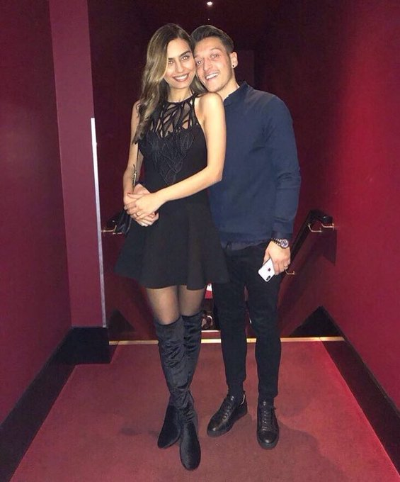 Mesut Özil has confirmed on his Instagram that he has married fiancée Amine Gülse. #afc Fotoğraf