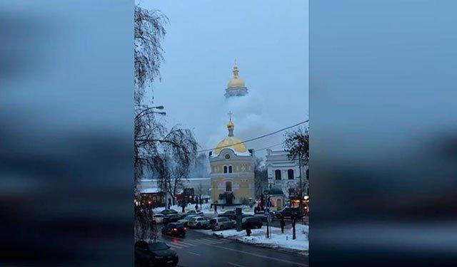 В пострадавшем от огня здании в Киево-Печерской лавре обрушился потолок: Фото
