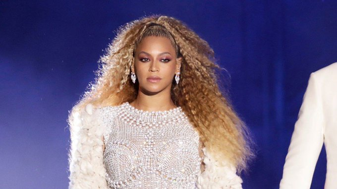 Let's face it, some people can pull off anything and @Beyonce is one of them! How do you like her new, darker shade? Foto