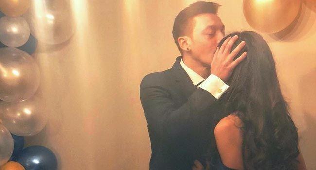 Mesut Özil ile Amine Gülşe nişanlandı Fotoğraf