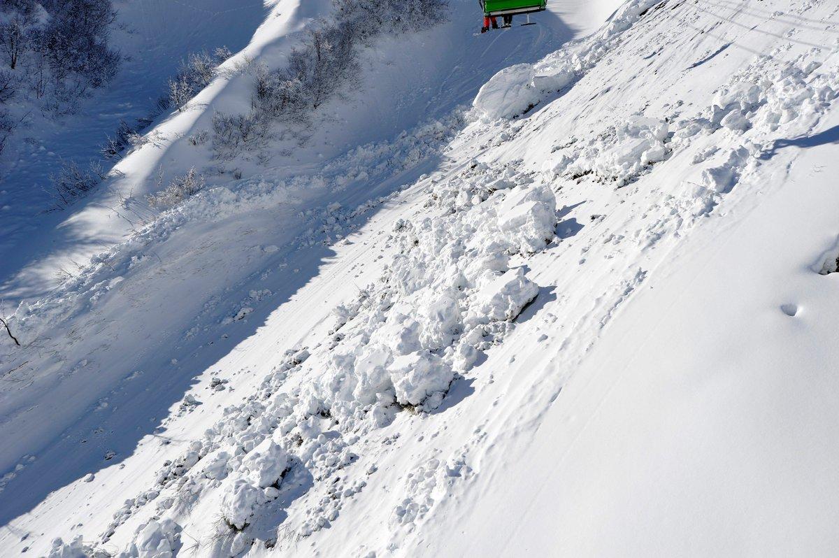 Mort d'un touriste hollandais emporté par une avalanche à Valmorel en Tarantaise #Savoie ►https://t.co/h7uu2UuxLw