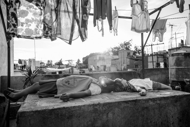 Guillermo del Toro breaks down #Roma, sharing his own insights into the film: ROMA cyphers much of its filmic storytelling through image and sound. When viewed in a theatre, it has one of the most dynamic surround mixes. Subtle but precise. Foto