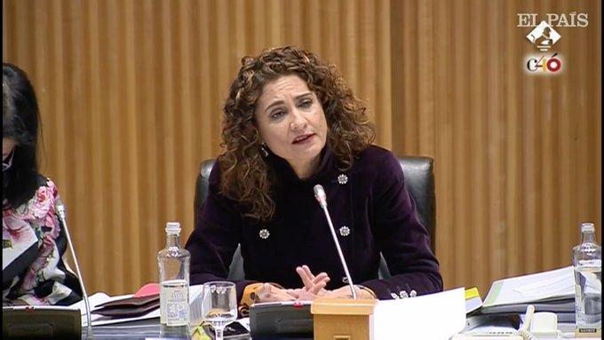 María Jesús Montero: Es obligado que la banca y las grandes corporaciones aporten mas a la fiscalidad porque hay grandes empresas que tributan muy por debajo del 15%. Es un tema de justicia social #PGE19 Foto