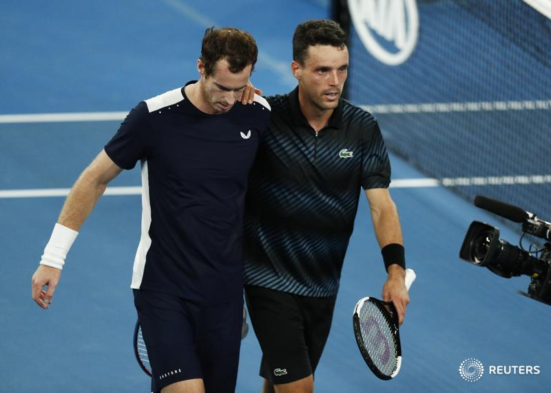 Andy Murray's hopes of a fairytale swansong at the #AusOpen were crushed in the first round as Roberto Bautista Agut held off a thrilling fightback https://reut.rs/2FxaTG3