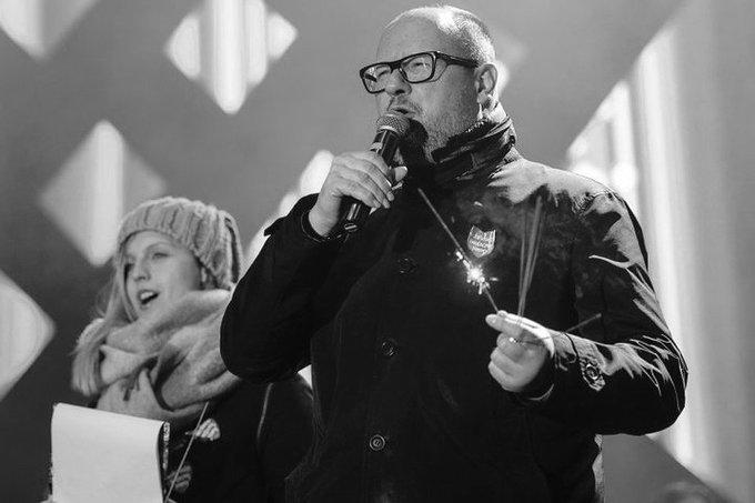 Раненный в сердце во время благотворительного концерта мэр Гданьска умер. Его прооперировали и перелили ему 20 литров крови, но состояние было слишком тяжелым Фото