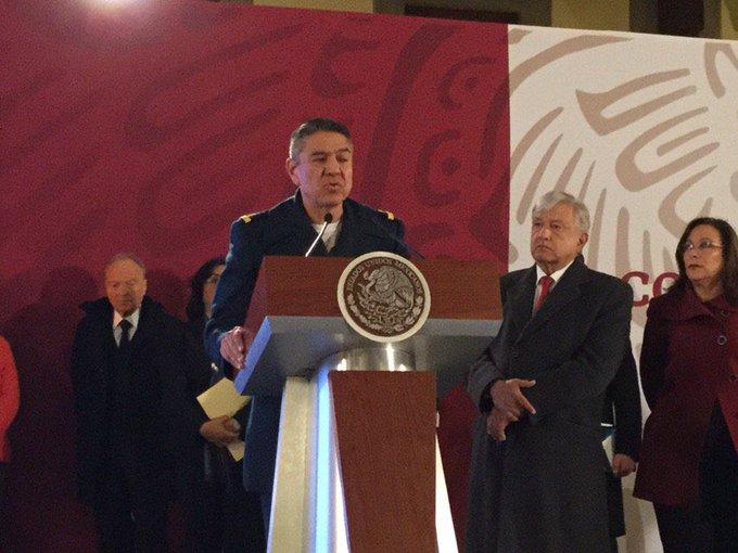 Arturo Velázquez, general de la @SEDENAmx, dice que en noviembre pasado de robaban 80 mil barriles diarios y ahora el número ha bajado hasta los 2,500 Foto