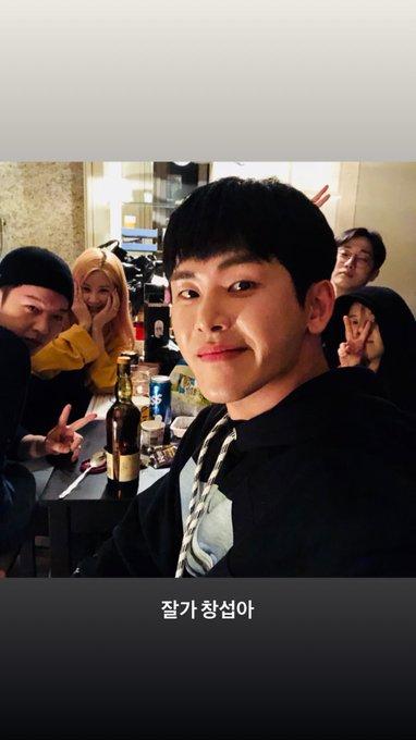 [FOTO] Atualização do Instagram do cantor Hoya com a Solar e outros idols da 91Line!! Além da Solar, o Changsun (BtoB), a Chorong (APINK) e o Jinyoung (B1A4) foram ao encontro por que, aparentemente, Hoya irá começar seu trabalho no exército!! @RBW_MAMAMOO   🔗MOOMOOsBR Foto