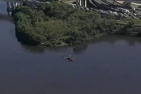 Morre policial que estava em helicóptero da PM que caiu no Rio Foto